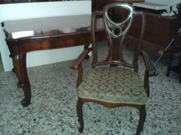 mesa y sillones antes